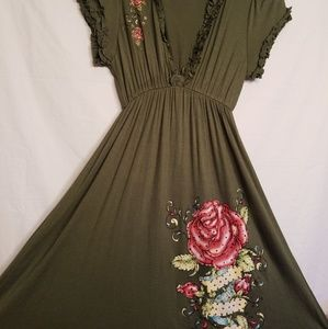 NWT Boutique. Army red rose dress. Size medium.